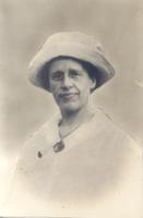 Elisabeth Shepping, portrait with hat.